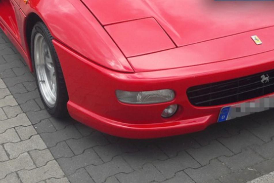 Sieht aus wie ein Ferrari, ist in Wirklichkeit aber ein Toyota MR2!
