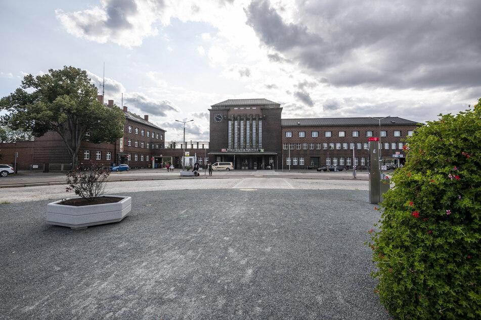 Auf dem Zwickauer Bahnhofsvorplatz werden bald neue Gleise verlegt.