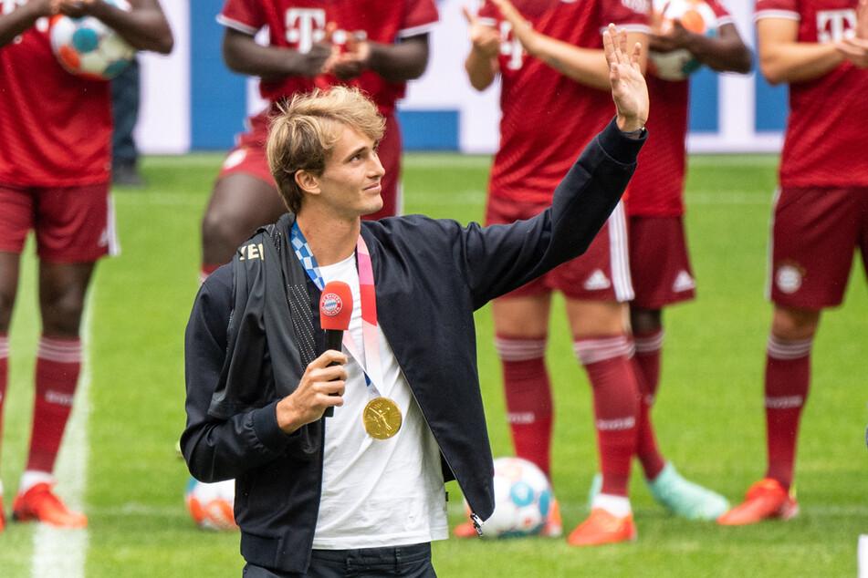 Tennis-Olympiasieger Alexander Zverev (24) freut sich über die Ehre beim FC Bayern München.