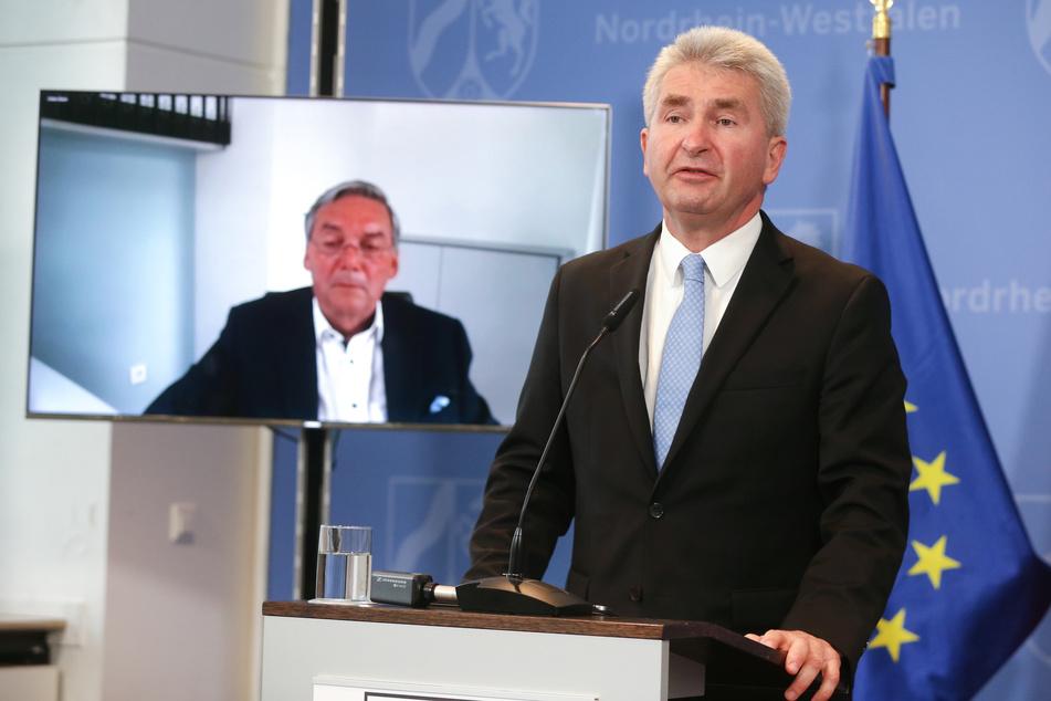 Düsseldorf: Andreas Pinkwart (r), Wirtschaftsminister in Nordrhein-Westfalen, und Thomas Meyer (per Video zugeschaltet), Präsident der IHK NRW auf einer Pressekonferenz in Düsseldorf.