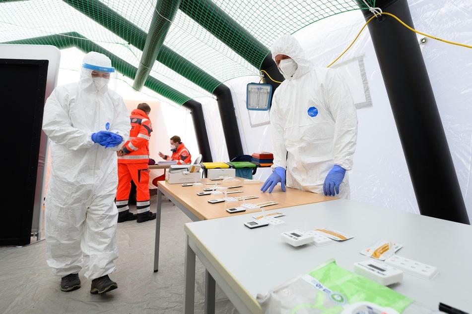 Die Corona-Testzentren in Sachsen konnten am Wochenende einen großen Zulauf verzeichnen. (Symbolbild)