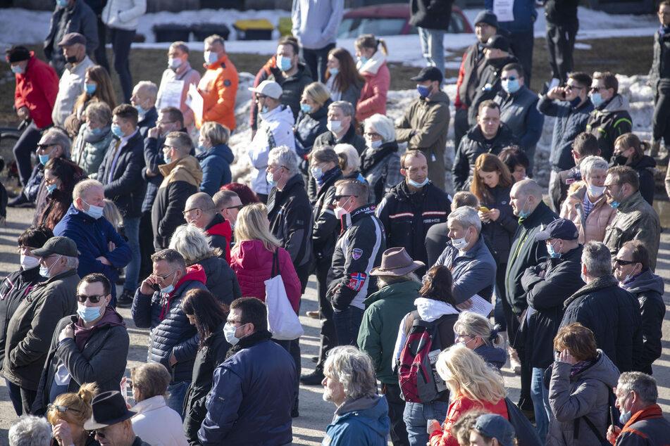 Etliche Demonstranten trugen bei der Veranstaltung keine Maske.