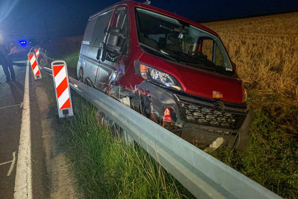 Unfall-Drama: Kleinbus schleudert Hunderte Meter weit, Fahrer sofort tot