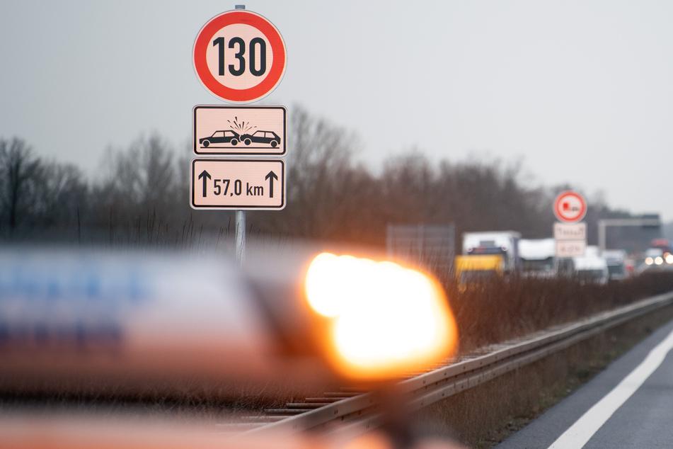 Völlig betrunkener Lkw-Fahrer baut Unfall auf Autobahn