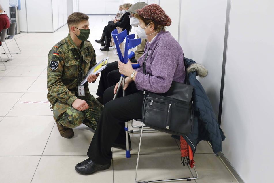 In Berlin halfen Soldaten beim Impfen, in Dresden waren die Kameraden in der Kontaktnachverfolgung eingesetzt.