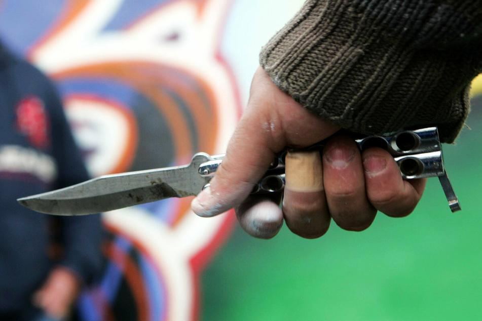 Bei drei Messerattacken in Chemnitz wurden zuletzt mehrere Menschen teilweise schwer verletzt. (Symbolbild)