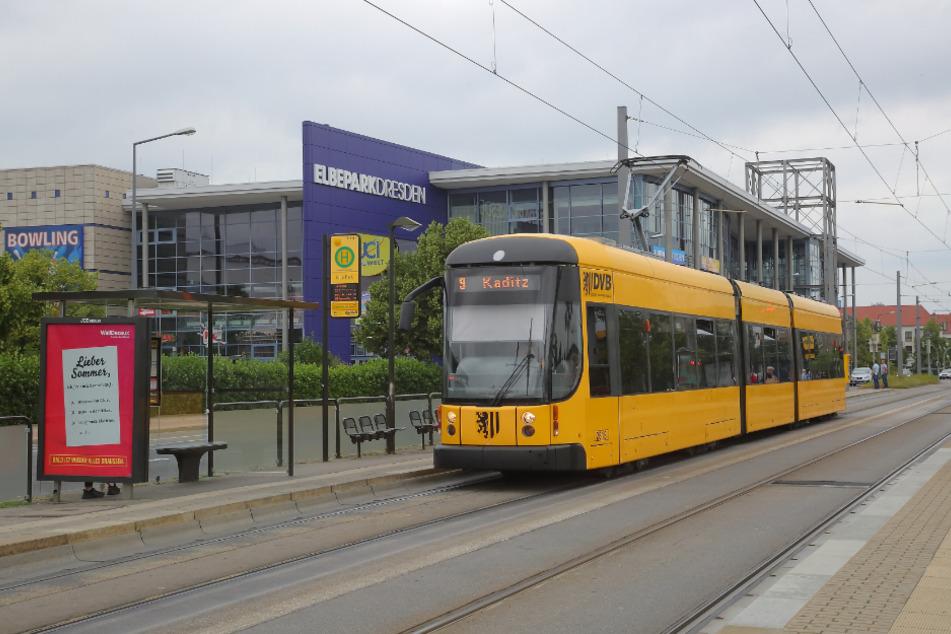 Am Elbe Park musste die Fahrerin ihre Tram wegen des Polizeieinsatzes stoppen.