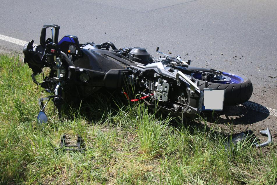 Ein Blick auf das beschädigte Motorrad.