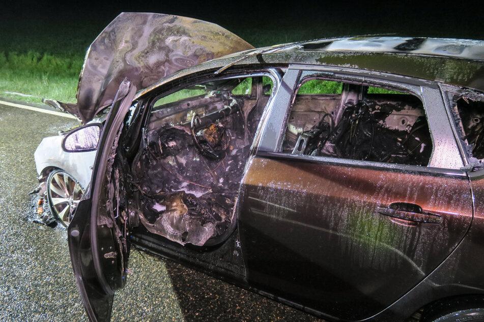 Völlig ausgebrannt! Der Opel wurde durch das Feuer komplett zerstört.