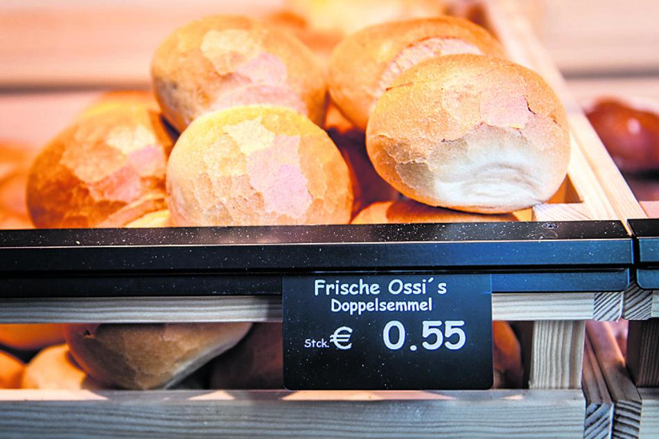 """Die Doppel-Semmeln der Bäckerei Weidenmüller wurden auf den Namen """"Frische Ossi's"""" getauft."""