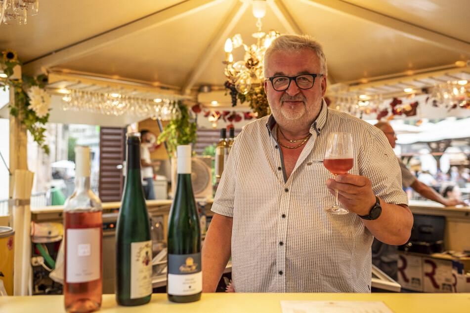 Gerald Uhlig (63) hofft, dass das Weindorf nächstes Jahr wieder unter normalen Bedingungen stattfindet.