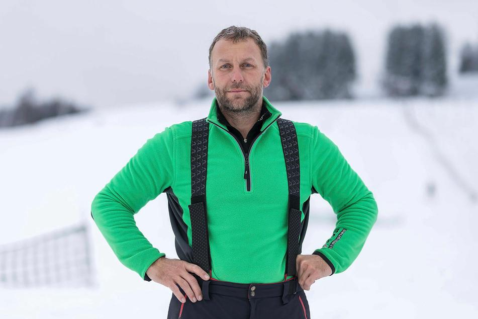 Liftbetreiber Alexander Richter (49) muss seine Schneekanone verkaufen.
