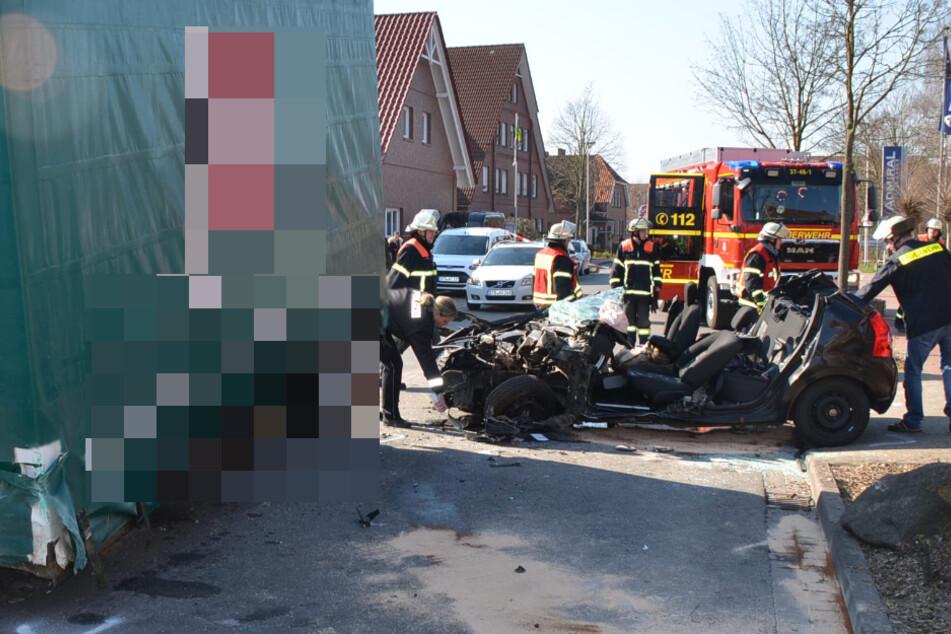 Auto gerät in Gegenverkehr, Fahrer schwer verletzt