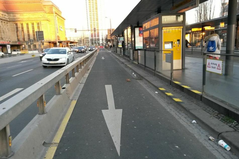 Mehr Platz für Radler und Fußgänger: Am Leipziger Hauptbahnhof gibt es nun einen zusätzlichen Fußweg.