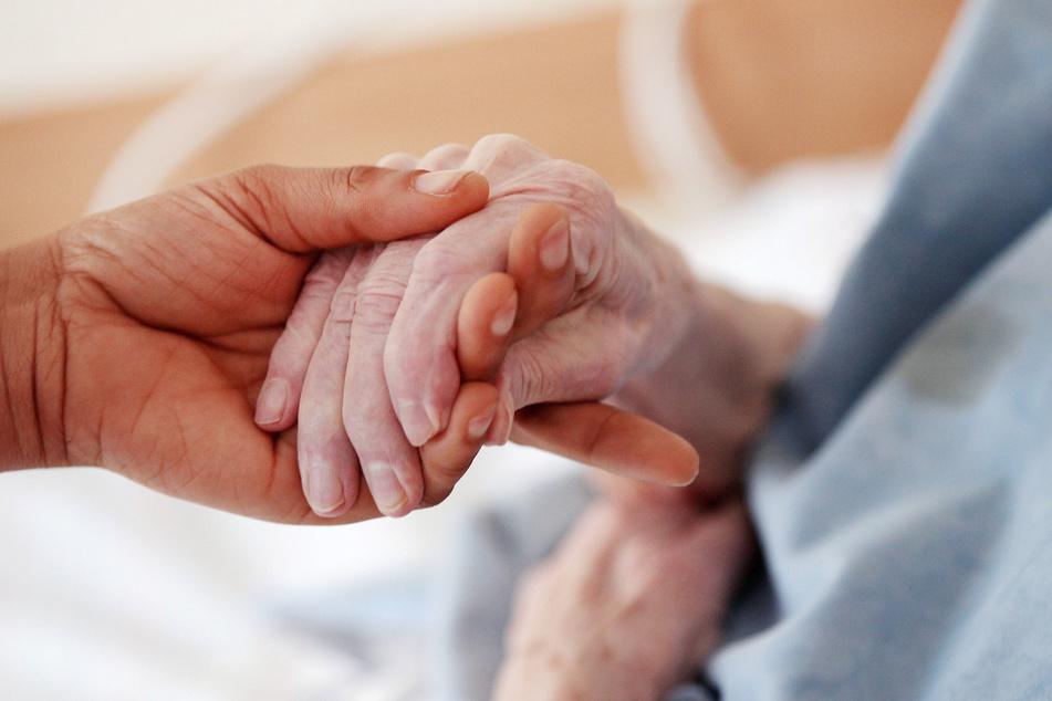 Bis es Medikamente oder eine Impfung gibt, müssen Risikopatienten und Ältere besonders geschützt bleiben.