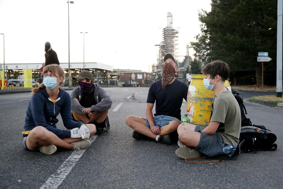 Shell-Raffinerie in Wesseling bei Köln blockiert, Polizei im Einsatz!