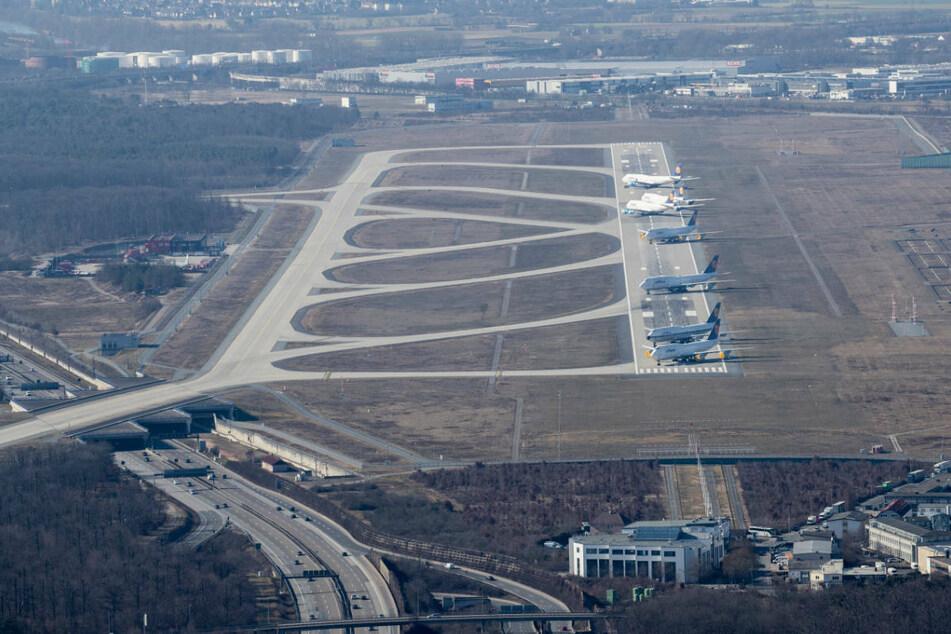 Zwischenzeitlich war die Betonpiste mehr als sechs Monate lang als Parkplatz für nicht benötigte Jets genutzt worden.