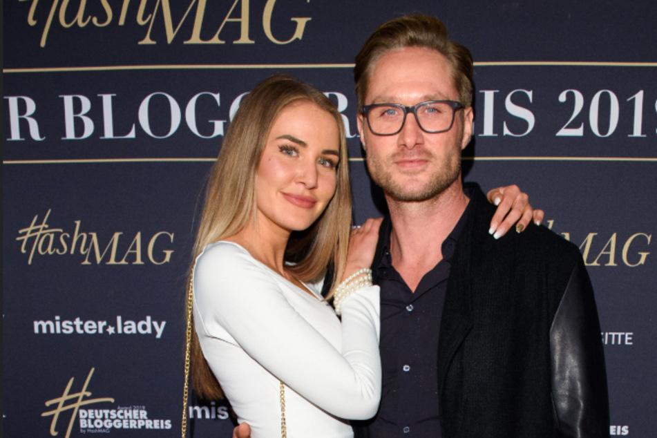 Nico Schwanz (42) und Julia Prokopy (25) beim Bloggerpreis in Hamburg. Am Wochenende überraschte der gelernte Friseur seine Freundin mit einem Wellness-Wochenende.