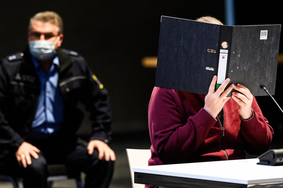 Der Angeklagte sitzt in der vom Landgericht Kassel angemieteten Messehalle 5.