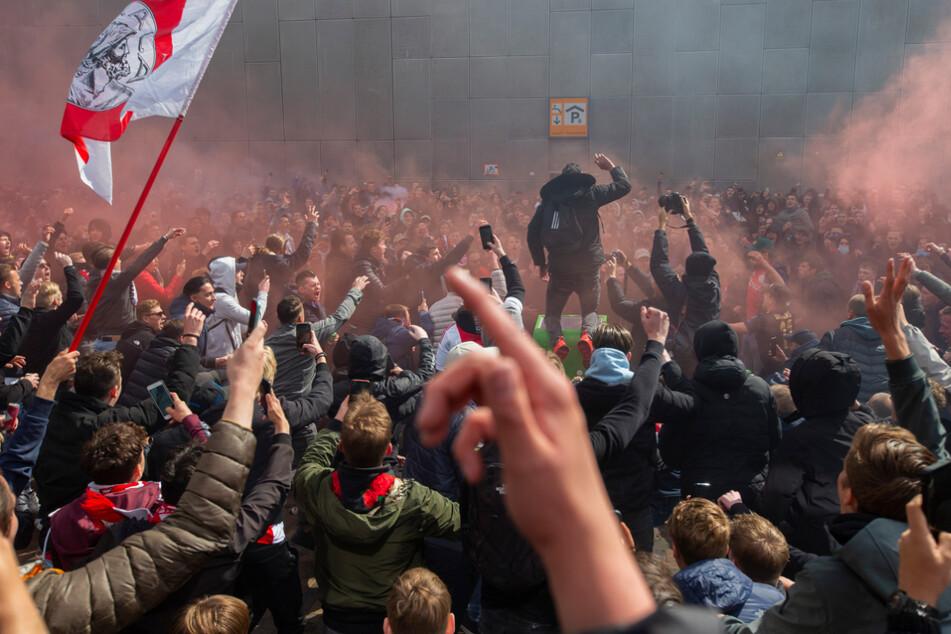 Ajax Amsterdam lässt Meisterschale einschmelzen: Großartige Geste für die Fans
