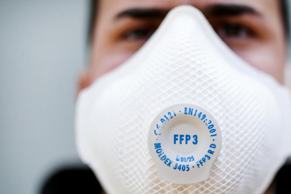 In Baden-Württemberg haben sich bislang mindestens 33.856 Menschen mit dem Coronavirus infiziert, 1645 starben.