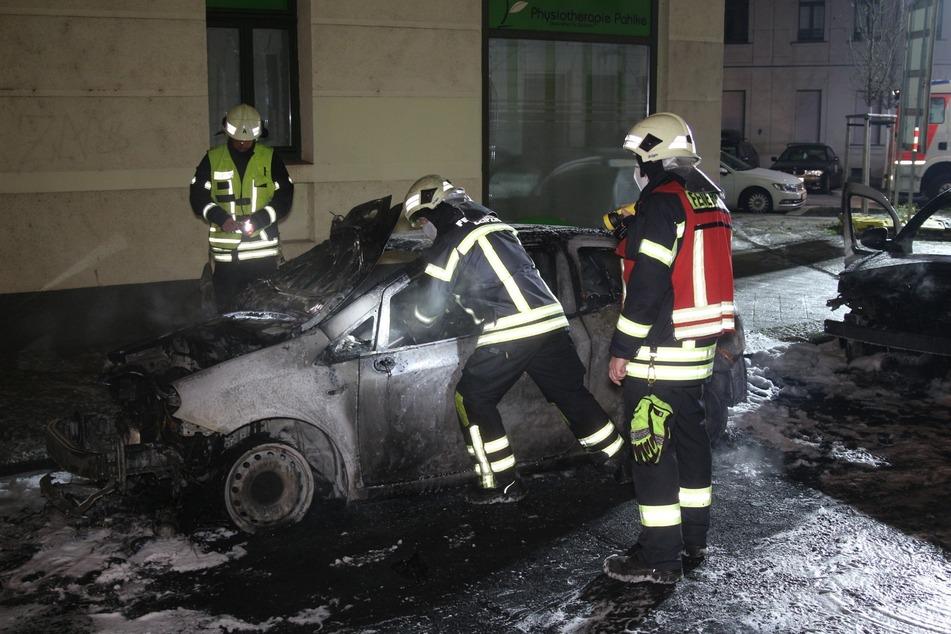 Die Kameraden der Feuerwehr löschten die Flammen ab.