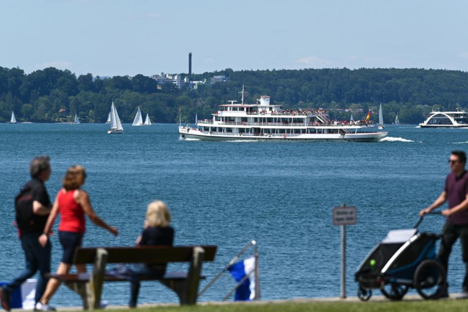 Eine überschaubare Anzahl Spaziergänger am Bodensee.