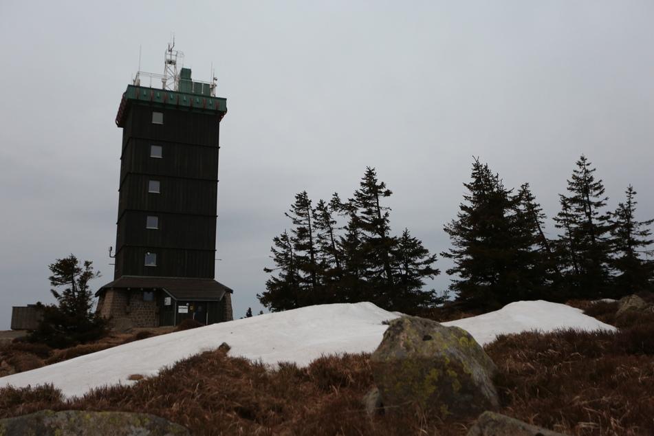 Für den Brocken gibt es eine Unwetterwarnung: Am Dienstag werden Sturm- und Orkanböen erwartet.