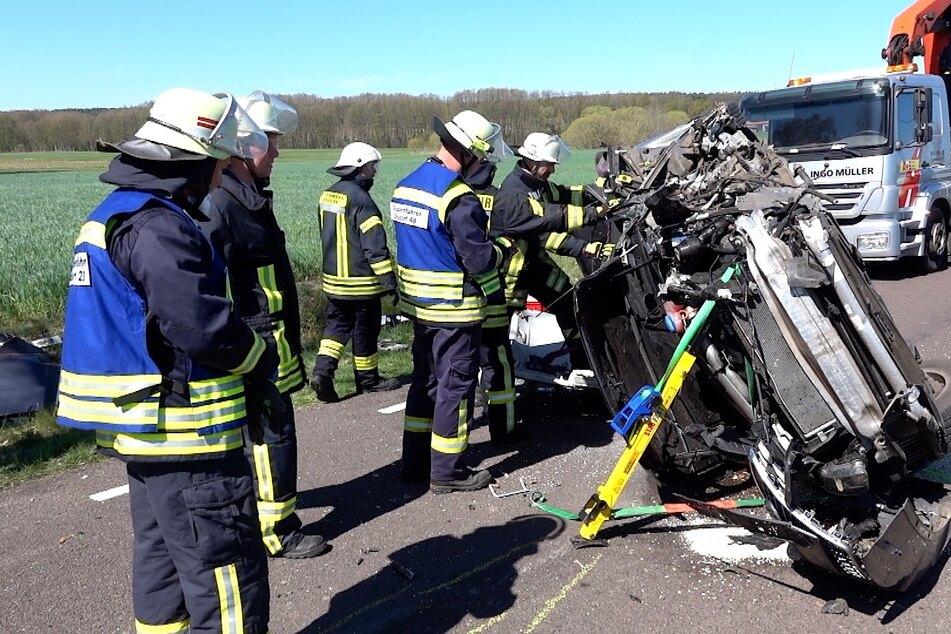 Audi rauscht gegen Baum: Tödlicher Unfall in der Altmark
