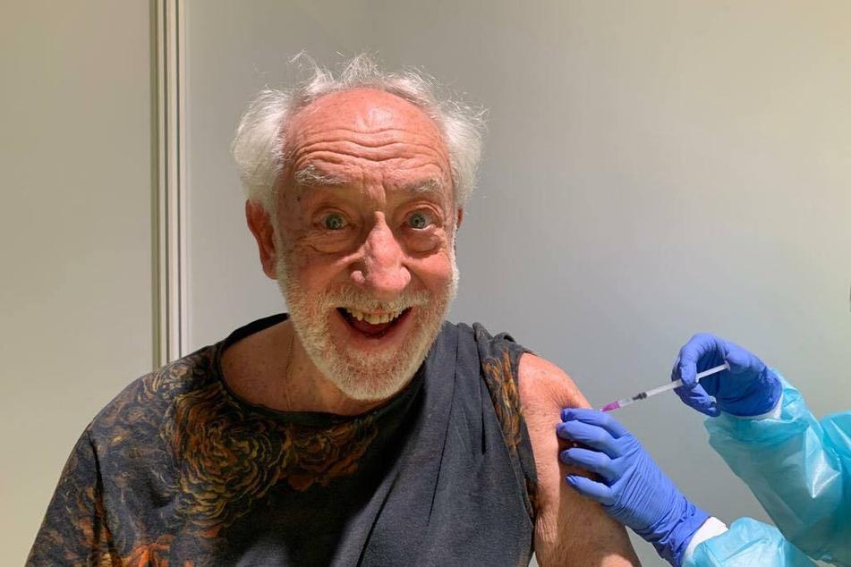 Schauspieler Dieter Hallervorden (85) hat sich gegen das Coronavirus impfen lassen.