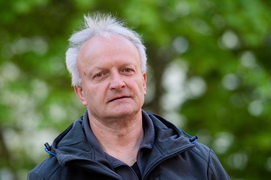 Waschbär-Kenner: Lutz Röder (58) vom Naturschutzbund-Regionalverband Erzgebirge.