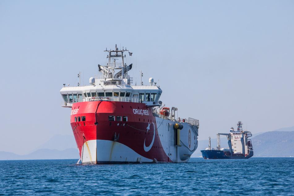 """Das türkische Forschungsschiff """"Oruc Reis"""" ankert vor der Küste Antalyas im Mittelmeer."""