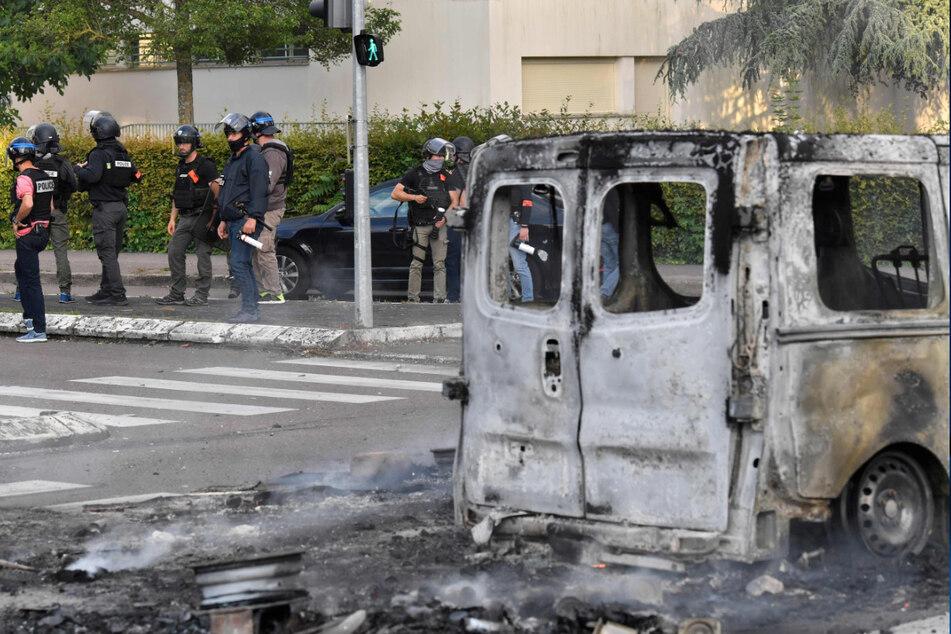 Schockierende Gewalt bewaffneter Gruppen in Frankreich