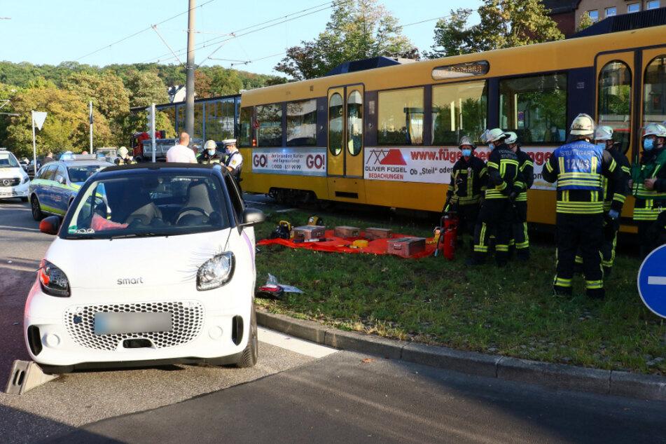 Smart-Fahrerin kracht mit Stadtbahn zusammen
