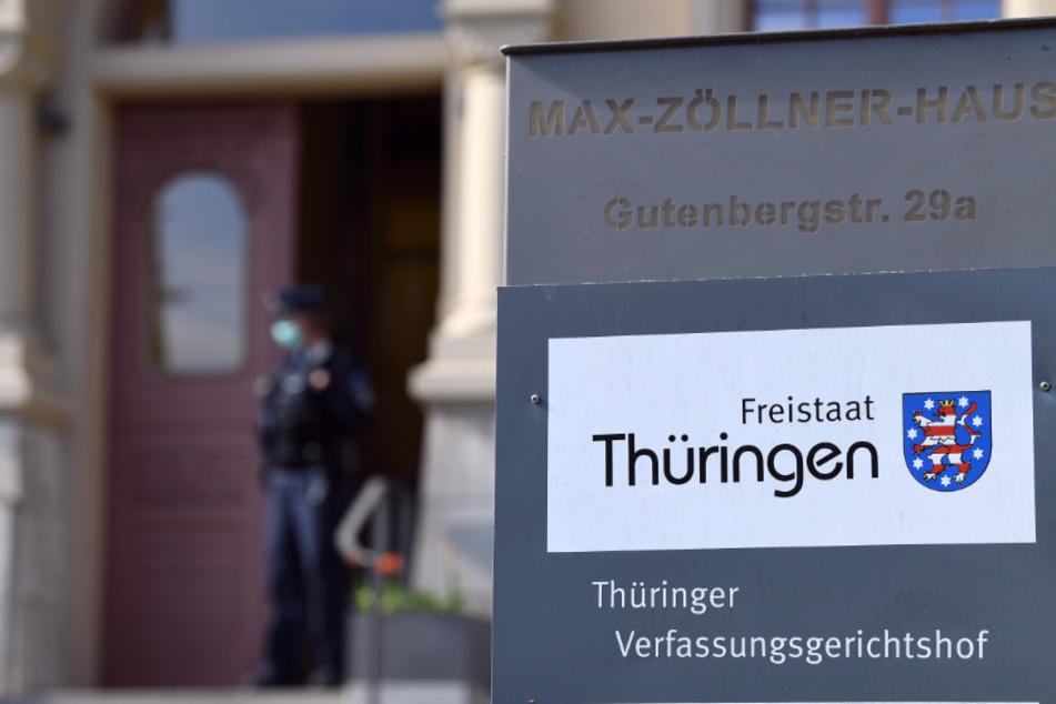 Dürfen Flüchtlinge trotz Ausreisebescheinigung bleiben? Gericht entscheidet über AfD-Antrag