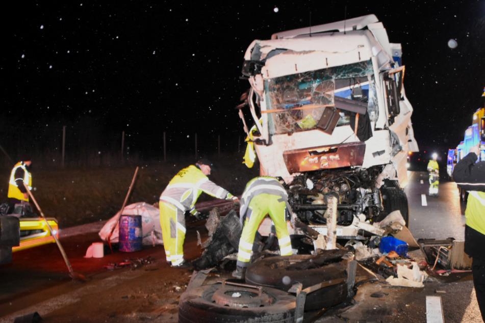 Unfall A12: Drei Laster krachen auf A12 ineinander: Fahrer stirbt!