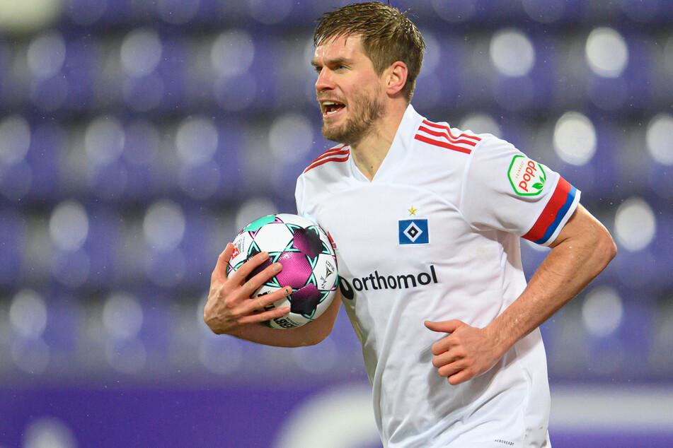 Steigt der Hamburger SV in die Bundesliga auf? Knipser Simon Terodde (33) ist davon überzeugt.