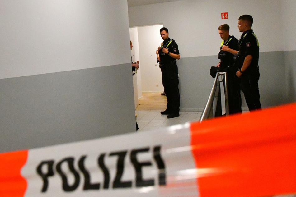 Wohnungstür durchlöchert! Schüsse in Hamburger Wohngebiet