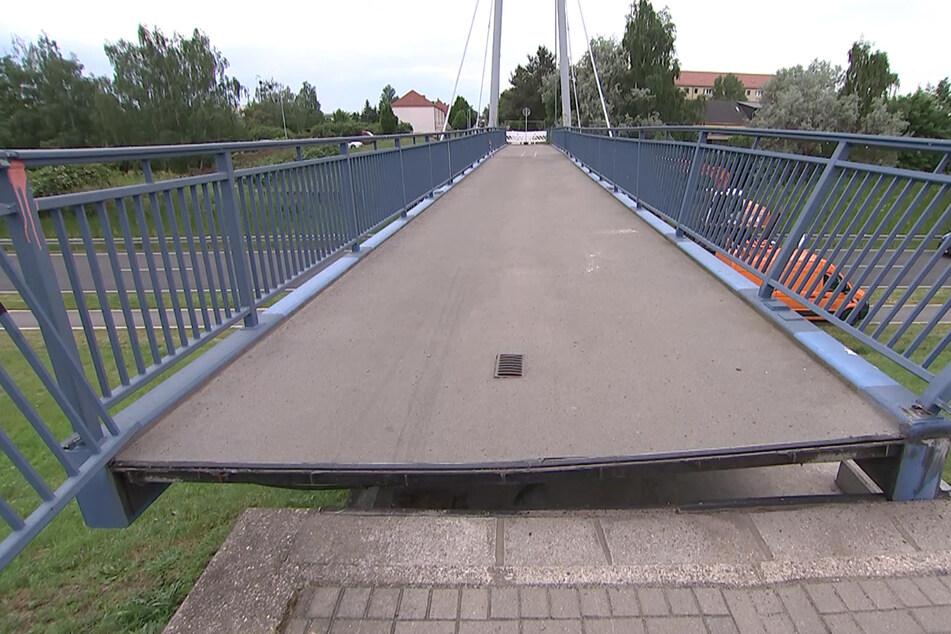 Die Brücke wurde um etwa 60 Zentimeter verschoben. Nun muss entschieden werden, ob das Bauwerk noch gerettet werden kann.
