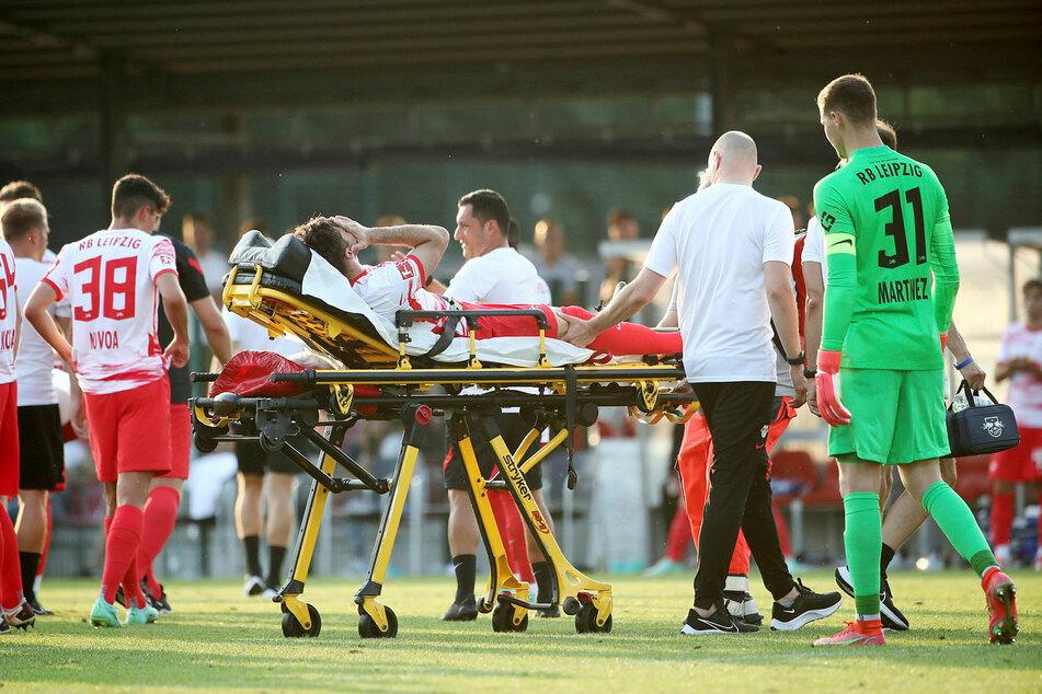 Marcelo Saracchi musste verletzt auf einer Trage vom Spielfeld gebracht werden.