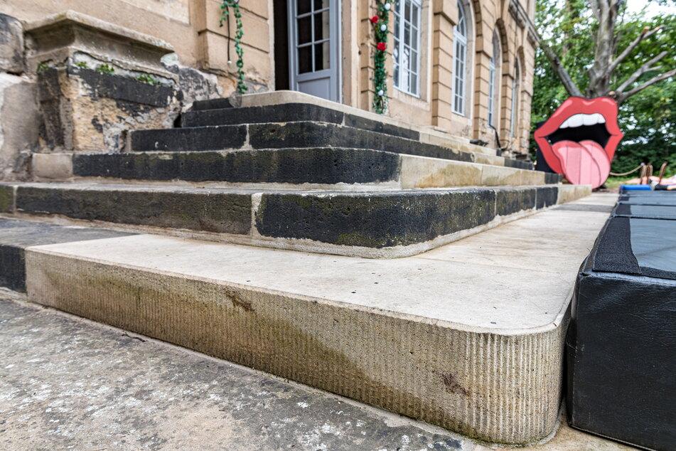 Die Freitreppe aus Sandstein wurde bereits liebevoll saniert. Auf ihr finden Theaterinszenierungen statt.