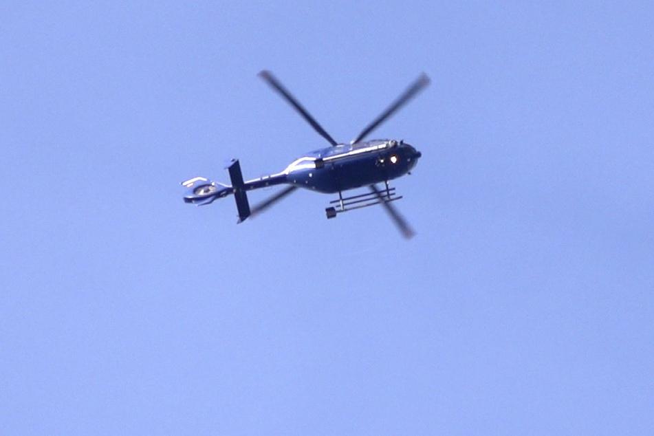 Die Polizei suchte am Sonntag mit einem Hubschrauber nach einem Vermissten. (Archivbild)