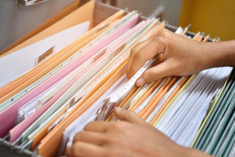 Es kommt jede Menge Papierkram auf viele zu (Symbolbild).