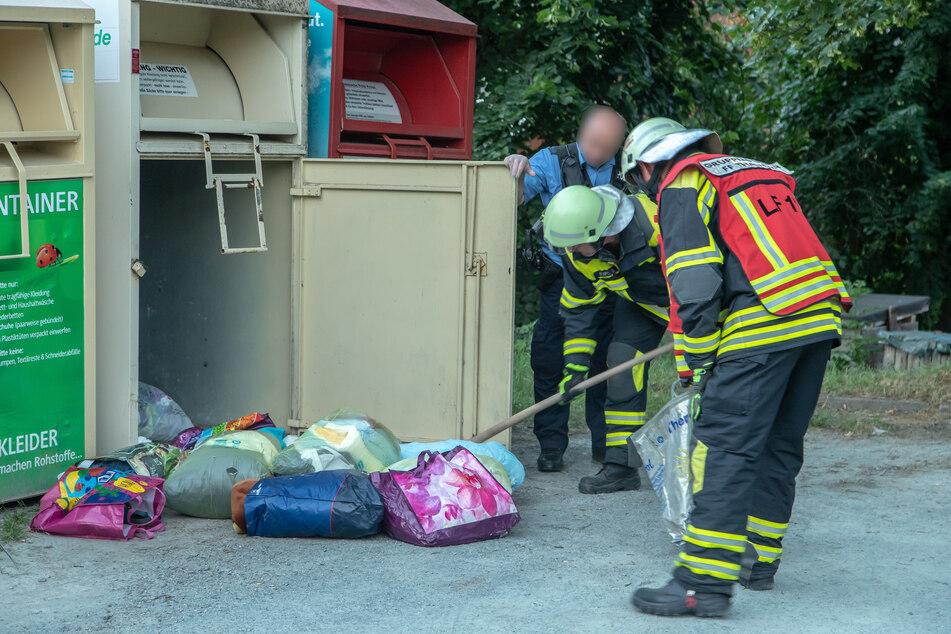 Verwesungsgeruch aus Kleidercontainer: Feuerwehreinsatz im Erzgebirge