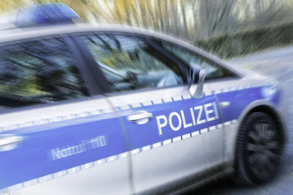 Nach einem Messerangriff auf einen Spaziergänger in Französisch Buchholz sucht die Polizei nach dem Täter. (Symbolbild)