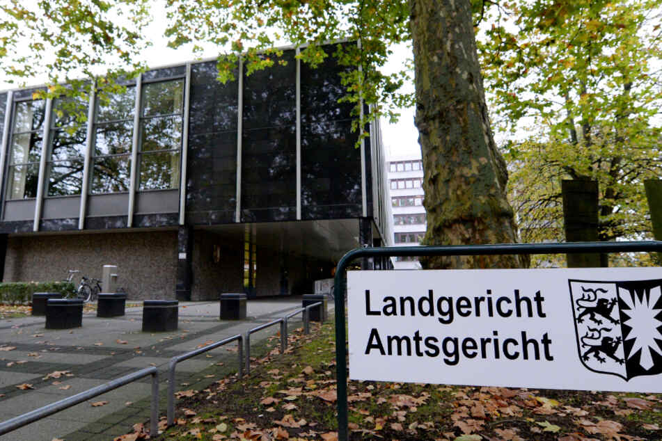 Bombendrohung! Gerichtsgebäude in Lübeck evakuiert