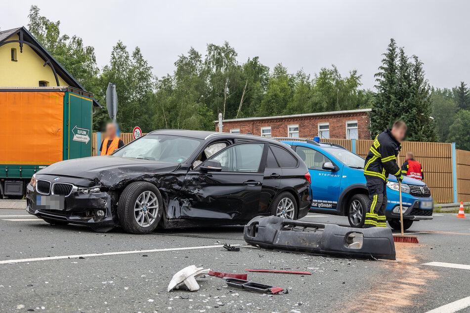 Auf der S299 krachte es am Dienstag! Ein BMW-Fahrer missachtete ein Stoppschild und krachte mit einem Subaru zusammen.