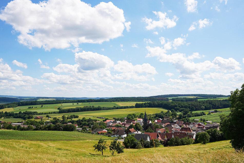 Döringstadt in Bayern kämpft mit denselben Problemen, wie viele andere Dörfer in Deutschland. Aiwanger will sie fit für die Zukunft machen.