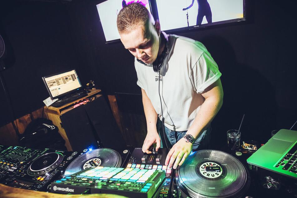 Auch der Gewinner des German DJ-Contest, DJ ON3, legte bereits im Lobo-Club in der Dresdner Neustadt mit der Technik der Disco auf.