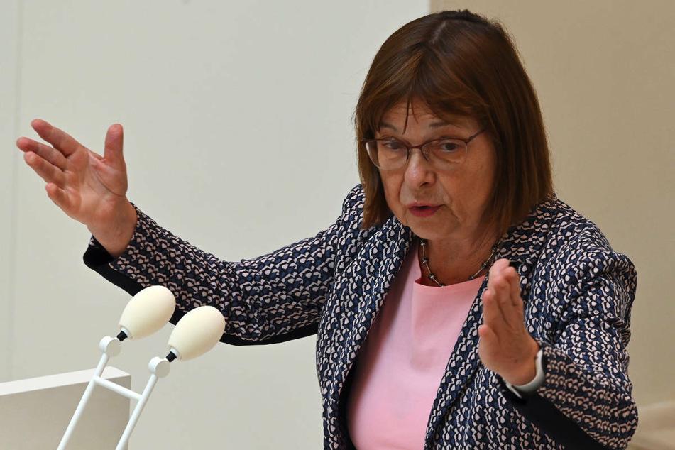 Am Mittwoch berät der Brandenburger Landtag in einer Sondersitzung auch über Kritik an Gesundheitsministerin Ursula Nonnemacher (64, Grüne).